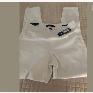 NWT Pants Bandolino  Thea Pull on legging white